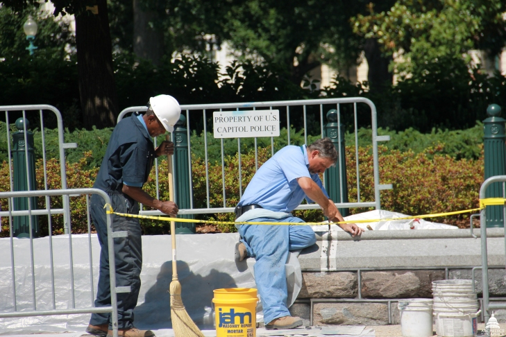 Flickr_-_USCapitol_-_AOC_Stone_Masons_at_Work